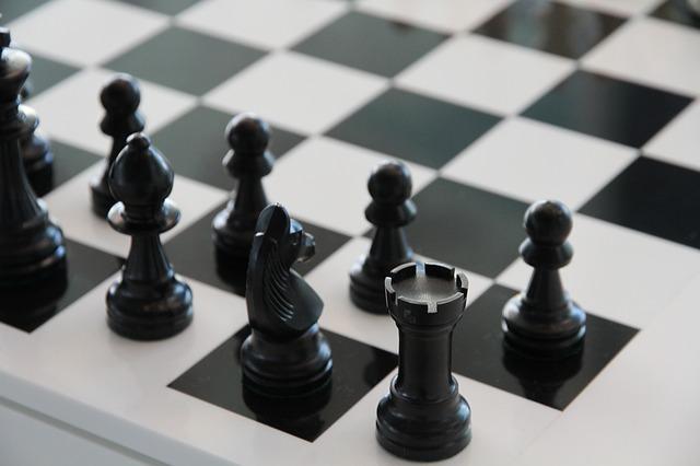 šachovnice a figurky
