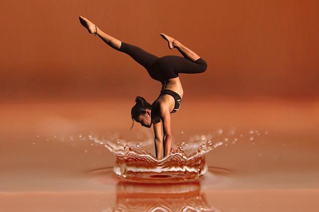 žena na vodě