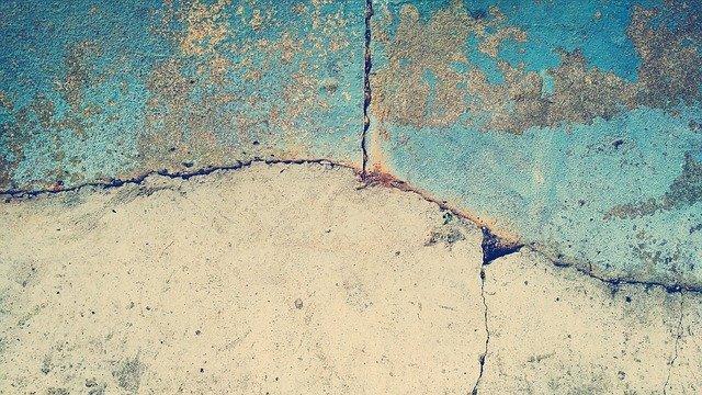 popraskaný beton.jpg