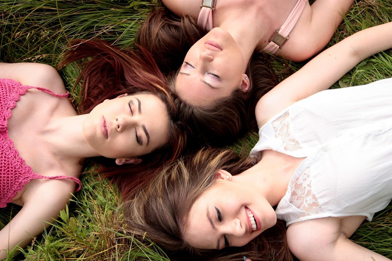 women-1487825_1280